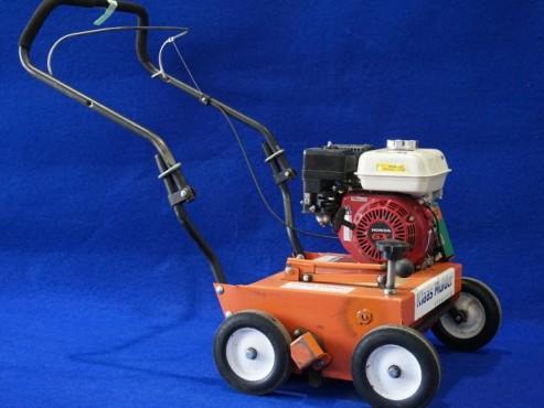 Verticuteermachine Benzine, grond losmaken, mos en onkruid verwijderen